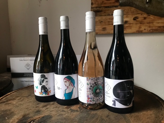 Label mit Streetart Motiven.