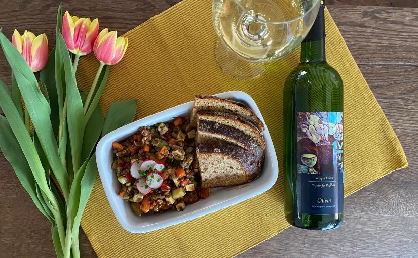 Vinotarischer Freitag: Mediterraner Linsensalat mit hessischerVulkan-Cuvée